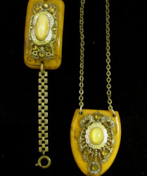 bakelite pendent necklace